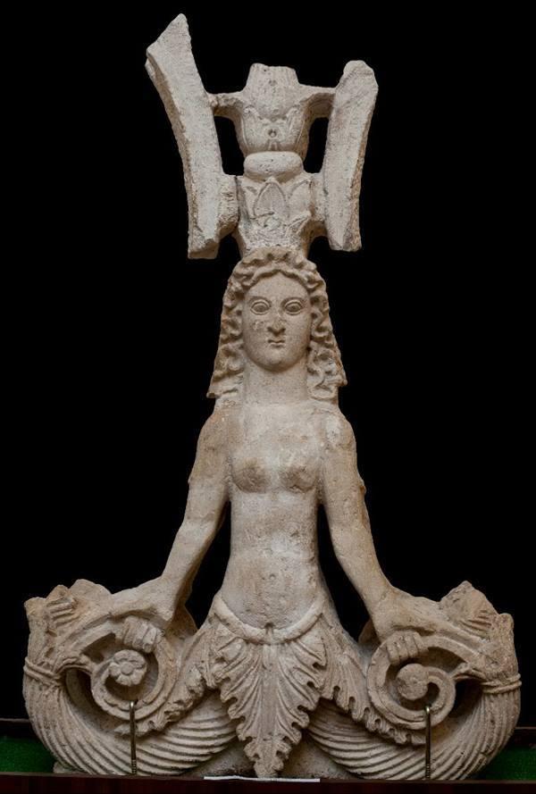 понтийска богиня със знак дуло